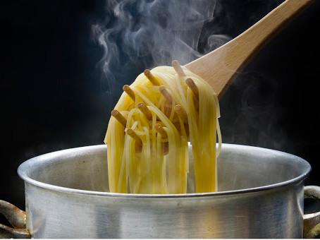 DICA: Não use óleo para cozinhar o macarrão