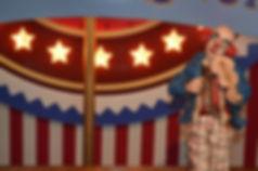 Circo Vintage com mesas cubos