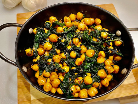 Garlic Chickpea and Spinach - a Simple Vegan Delight!