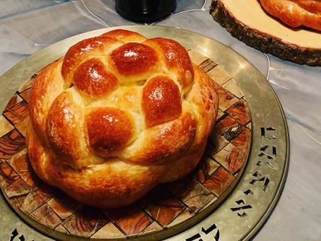 Round Braided Challah for Rosh Hashanah. (חלה עגולה)