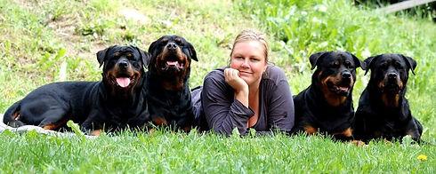 Frida T med hundar.jpg