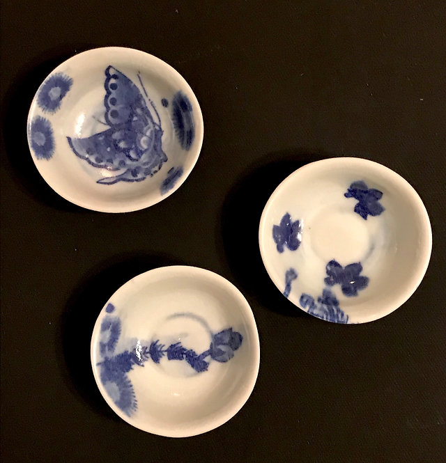 Set of 3 tiny blue & white porcelain dishes