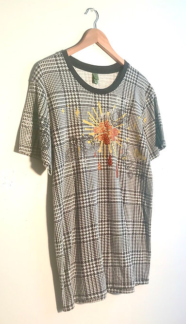 Size L Super soft houndstooth check art to wear screen printed tshirt
