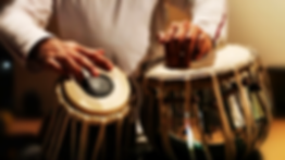 close-up-of-man-playing-the-tabla-drum_n