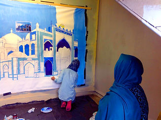 Hazara woment painting mural pic by Caroline Amos
