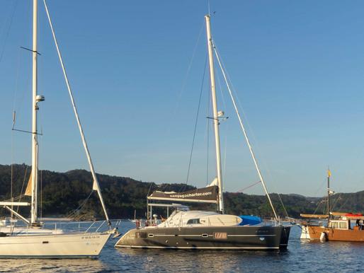 Maregalia San Yago Charter, empresa de alquiler de embarcaciones, cursos y titulaciones náuticas.