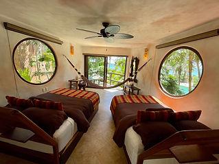 Tierra 2 ventanas redondas.jpg