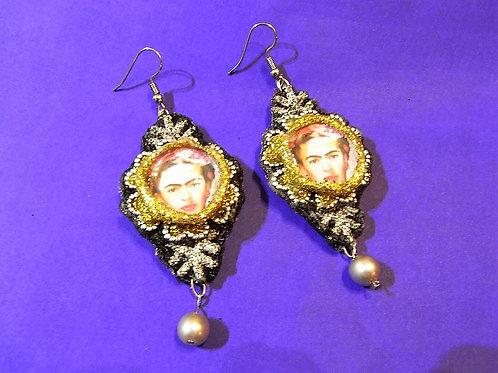 Frida Gold & Pearl Earrings