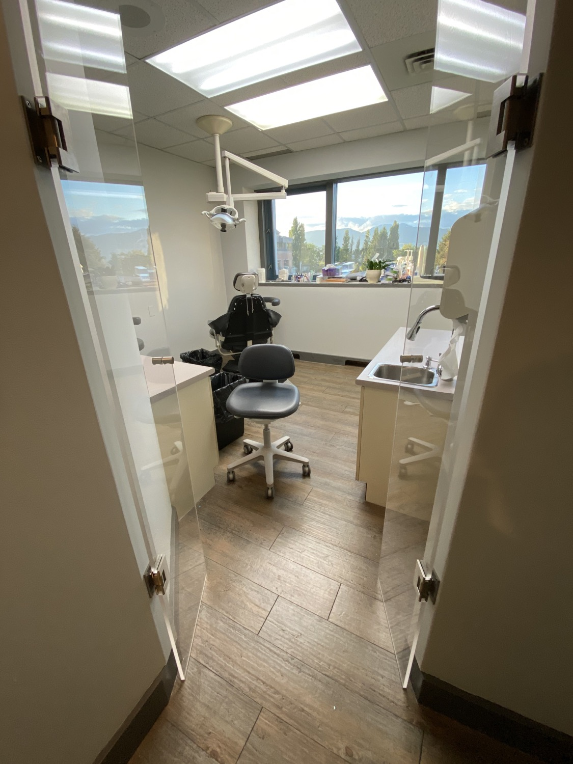 Dental office plexiglass enclosure