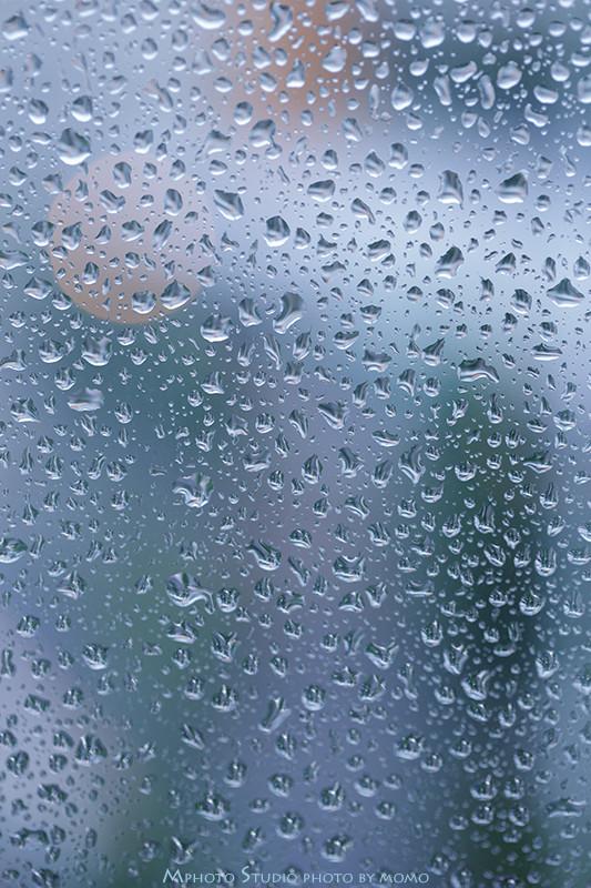 窓ガラスの雨粒2