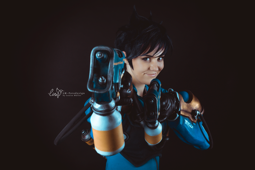 Tracer OVerwatch Cosplay Dreamhack