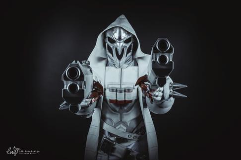 Reaper Cosplayer Overwatch