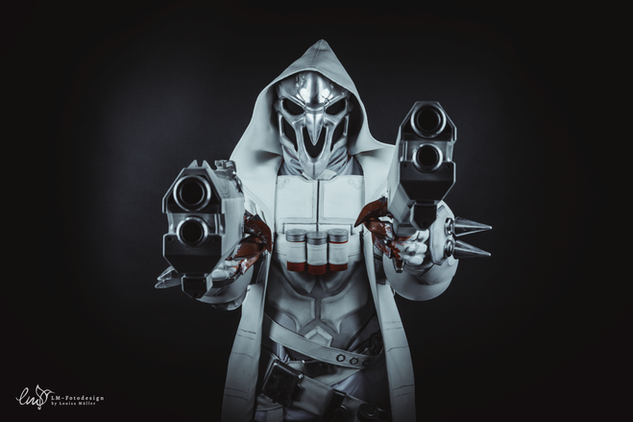 Reaper Cosplayer Overwatch