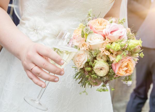 Brautstrauß + Sekt