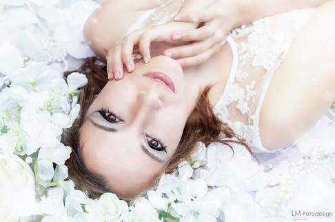 Weiße Blüten Portrait Fantasy