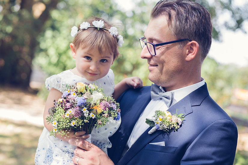 Bräutigam und Blumenmädchen