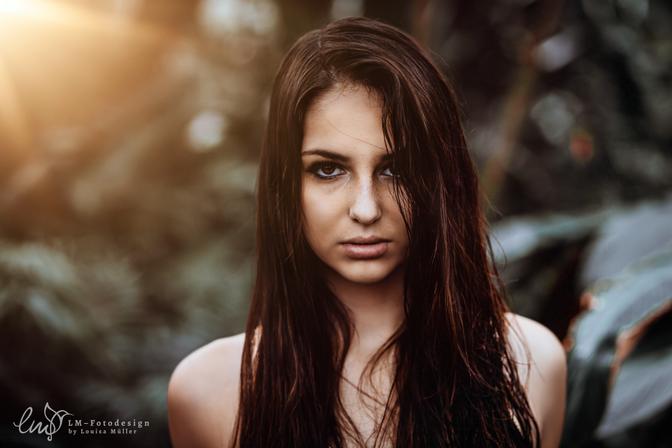 Dschungelkind Frau im Dschungel