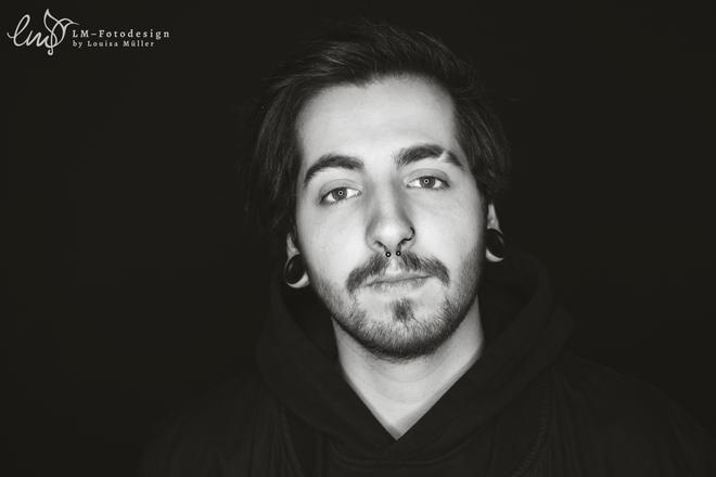 itsDaros  Streamer Twitch Portrait Mann