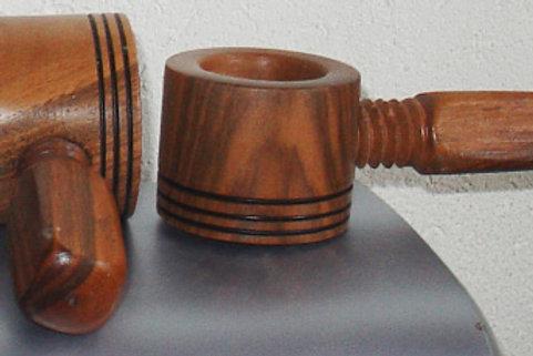 Drehnussknacker aus Nussbaumholz