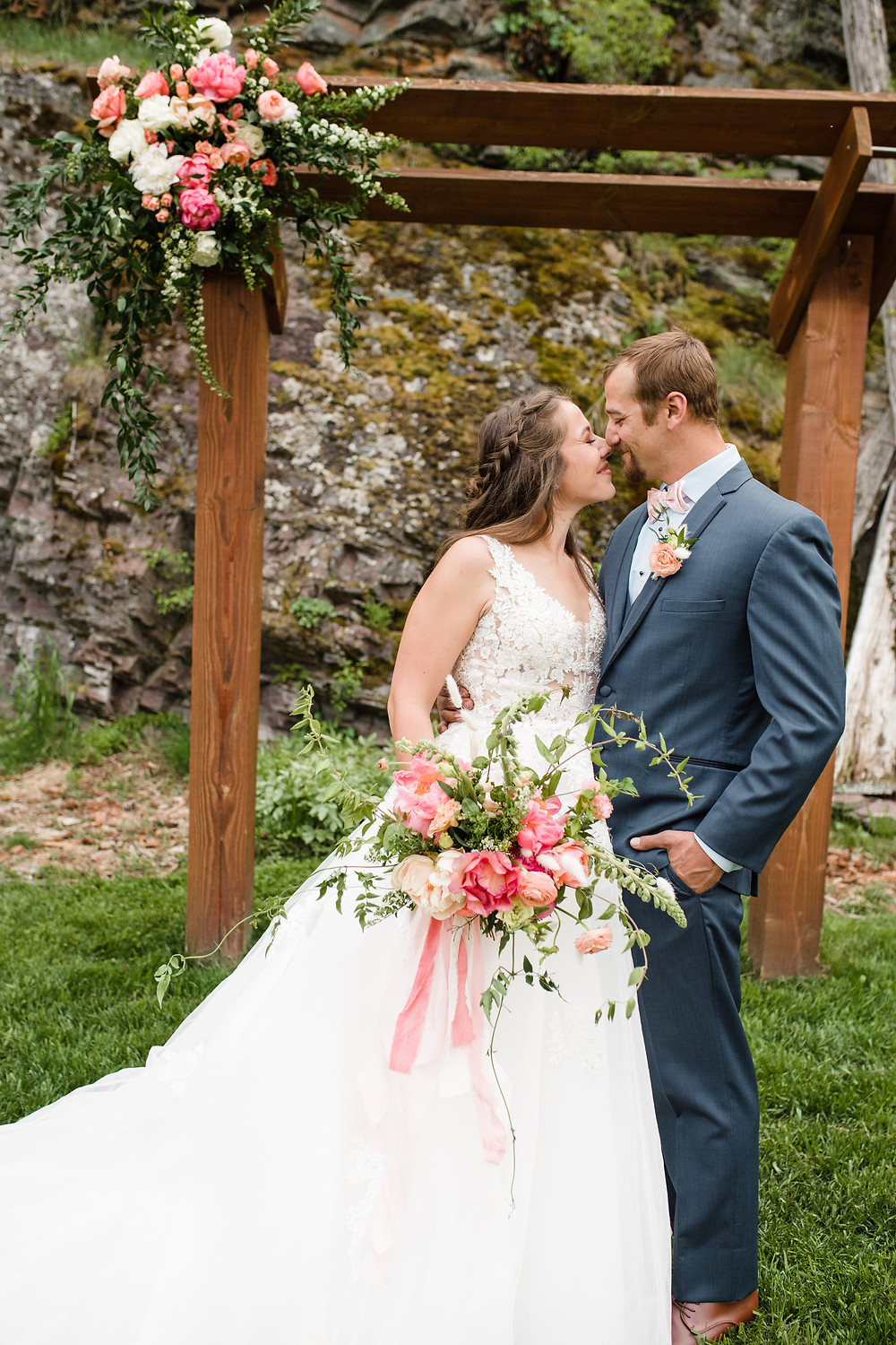 wedding photography tips for brides, first look vs. traditional wedding timeline