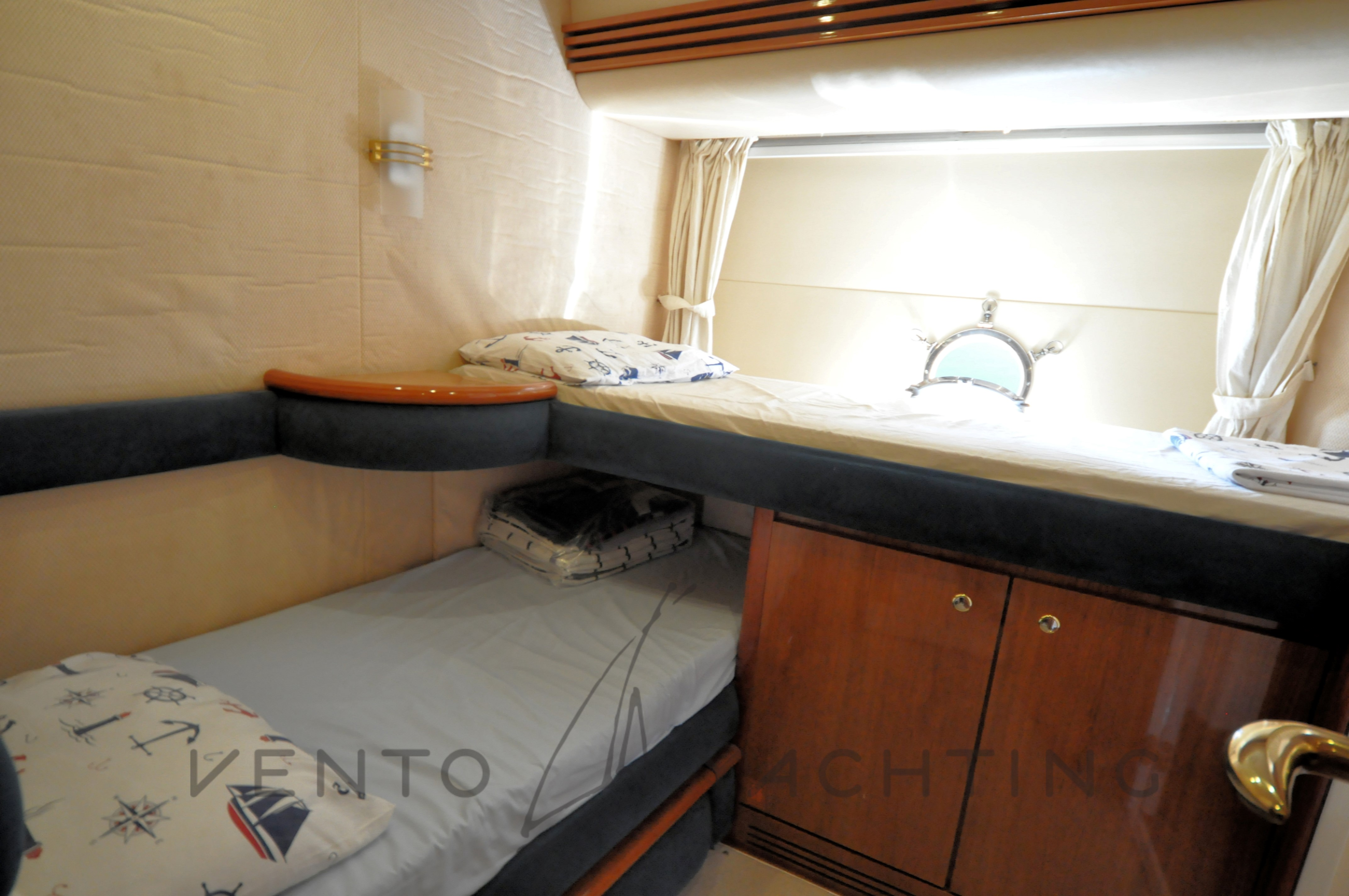 Azimut 68 Plus Guest Cabin with bunk bed