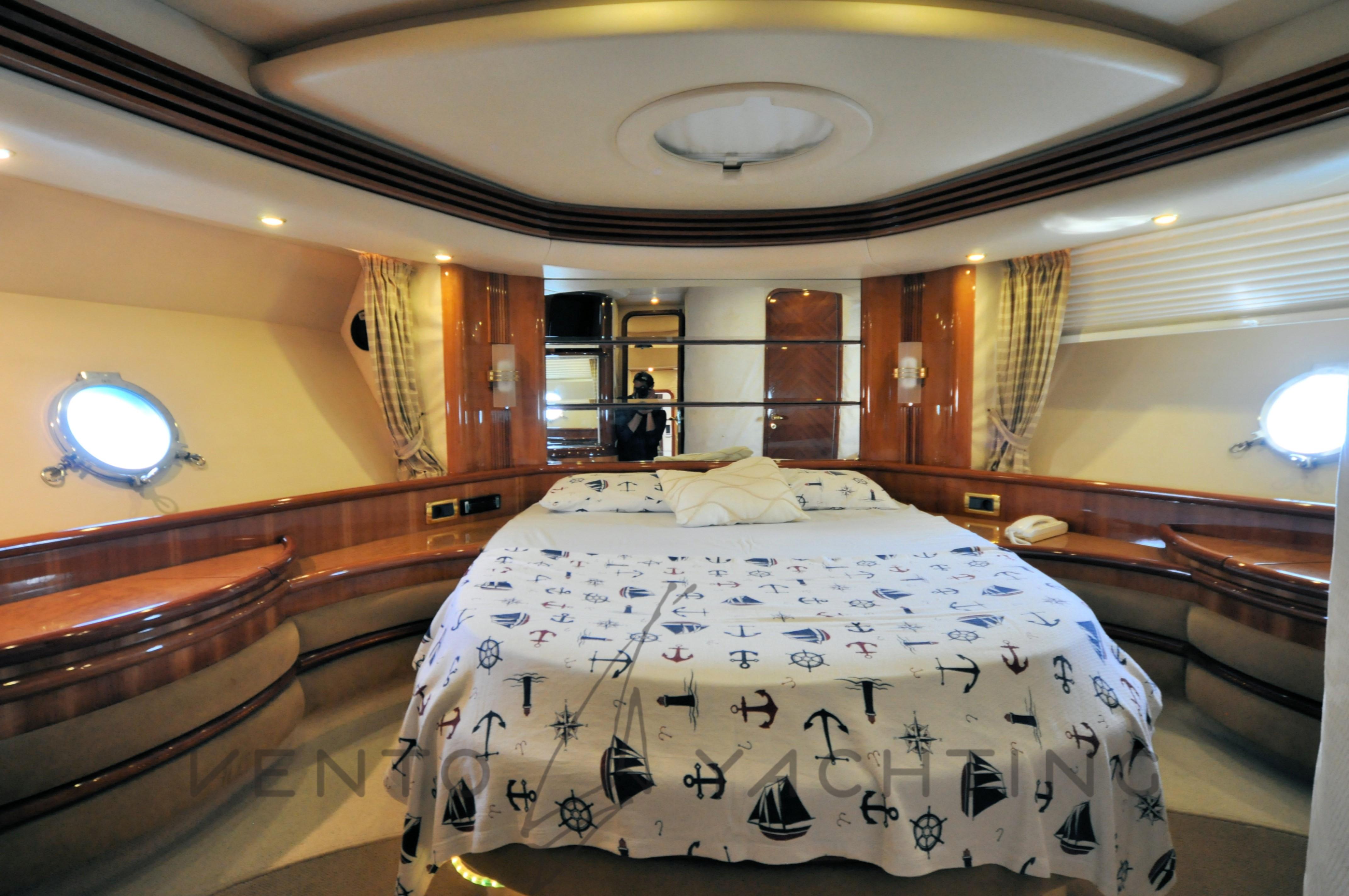 Azimut 68 Plus Vip Cabin