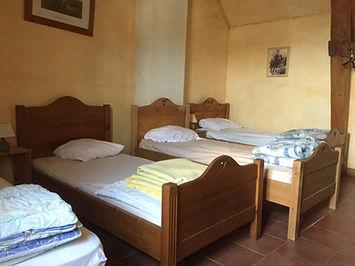 chambre 4 lits.JPG
