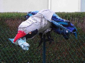 Rapace en tricot sur carcasse grillage. Taille 150x120cm. Réalisé à la Classe Relais de Migennes.