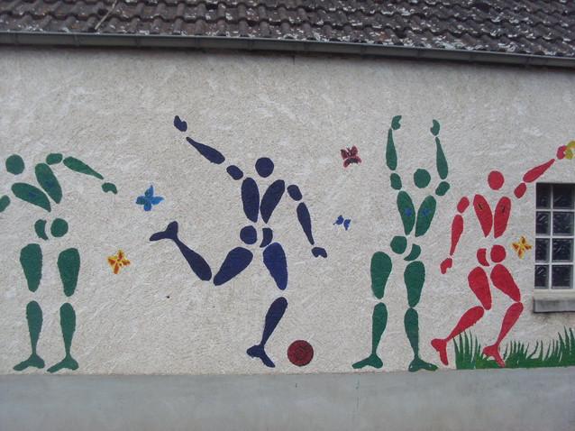Fresque peinture. Taille 12x2m. Réalisé à l'école primaire de Vincelles.