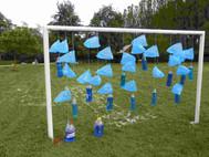 Installation pour la fête des luciolles de Lucy sur Yonne Ficelle, sacs plastiques, bouteilles d'eau.
