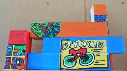 Peinture acrylique sur boites en carton. Taille 60X20cm. Réalisé à l'IME d'Auxerre
