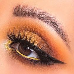 Gold eyemakeup