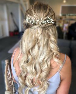 bridesmaid hairdo