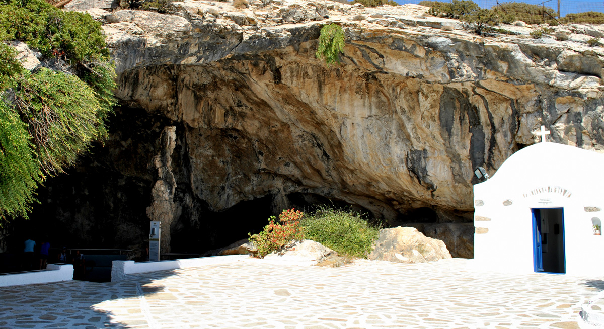 ENTRY OF ANTIPAROS CAVE