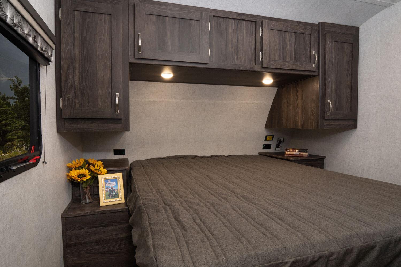 03-2020-Mesa-Ridge-Lite-MR2602RL-Bedroom