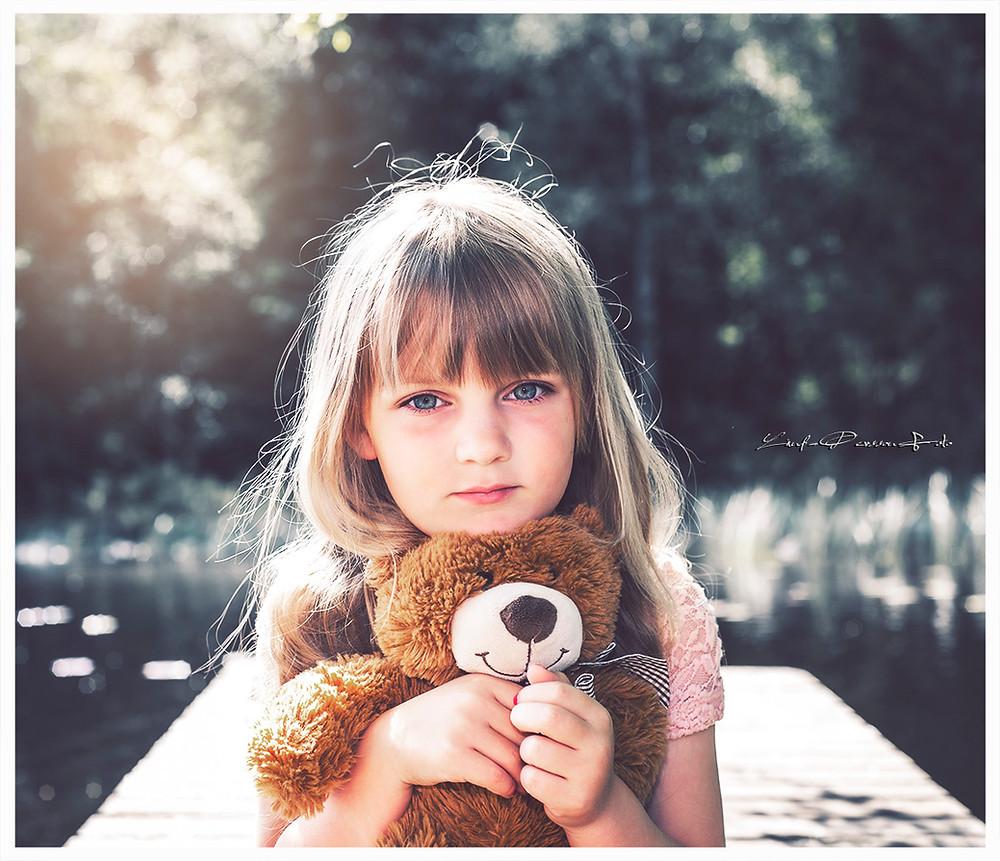 Reducerad bakgrundsfärg för att få Matilda inramad utan vinjettering. Likaså bibehålls den naturliga hudfärgen och ögonen.