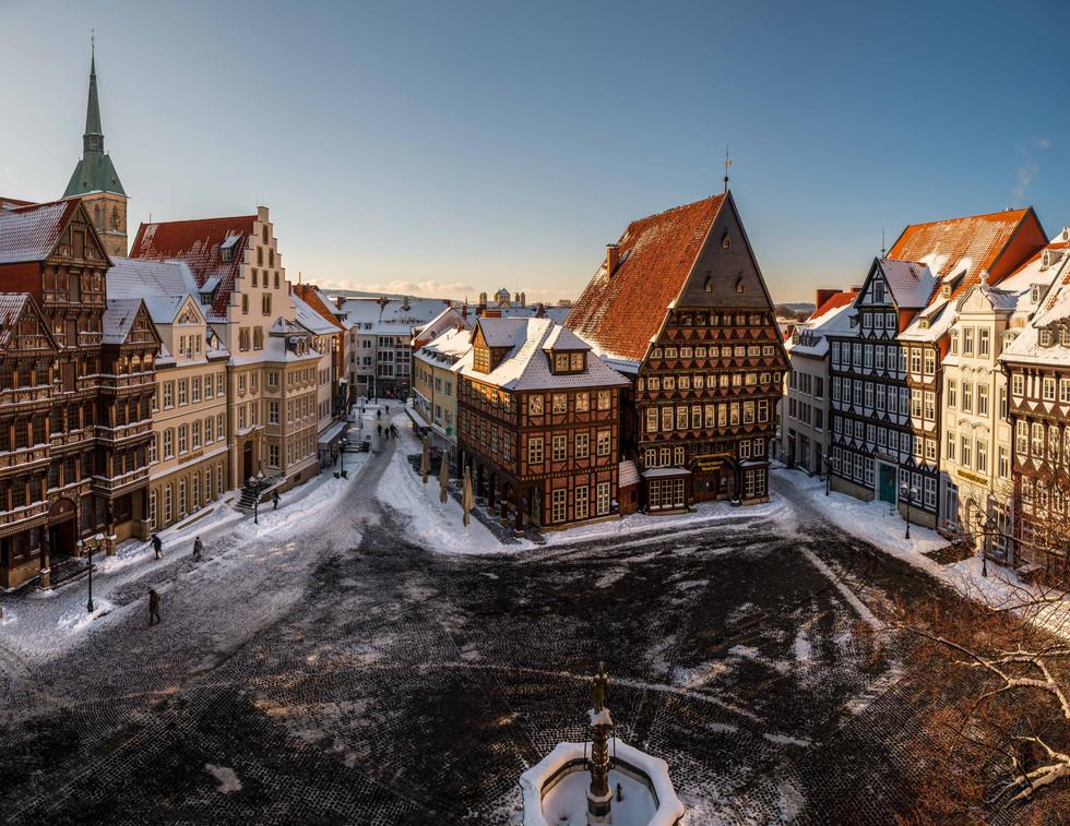 Marktplatz und Michaeliskirche