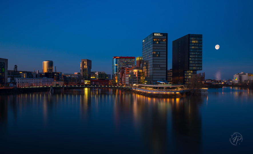blaue Stunde Düsseldorf