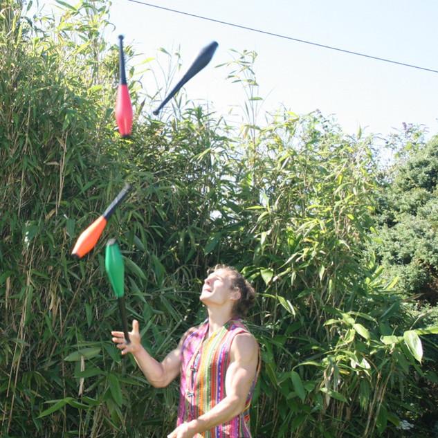 Pokya entertainment walkabout juggler
