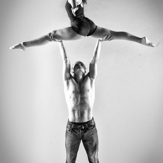 Duo Assaya Acrobatics