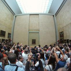 2_museum-visitors-draw-the-art.jpg