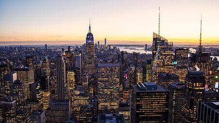 New York, USA Cityscape at Dusk - www.le