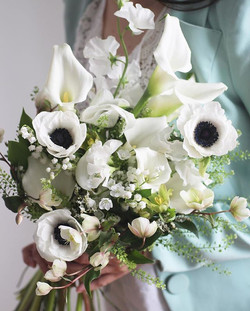 Delicate Arm bouquet with lily of the valley