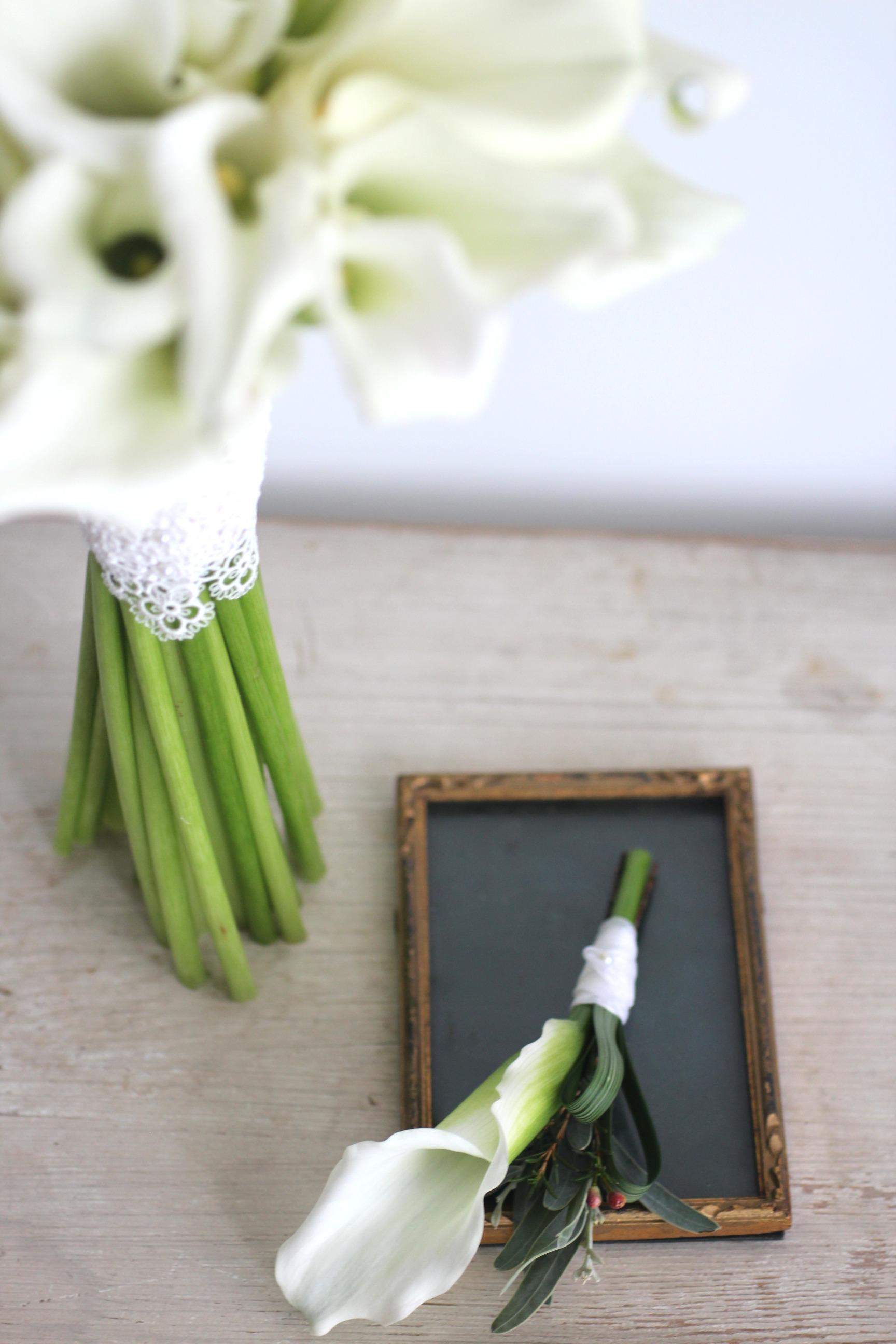 馬蹄蘭新郎襟花
