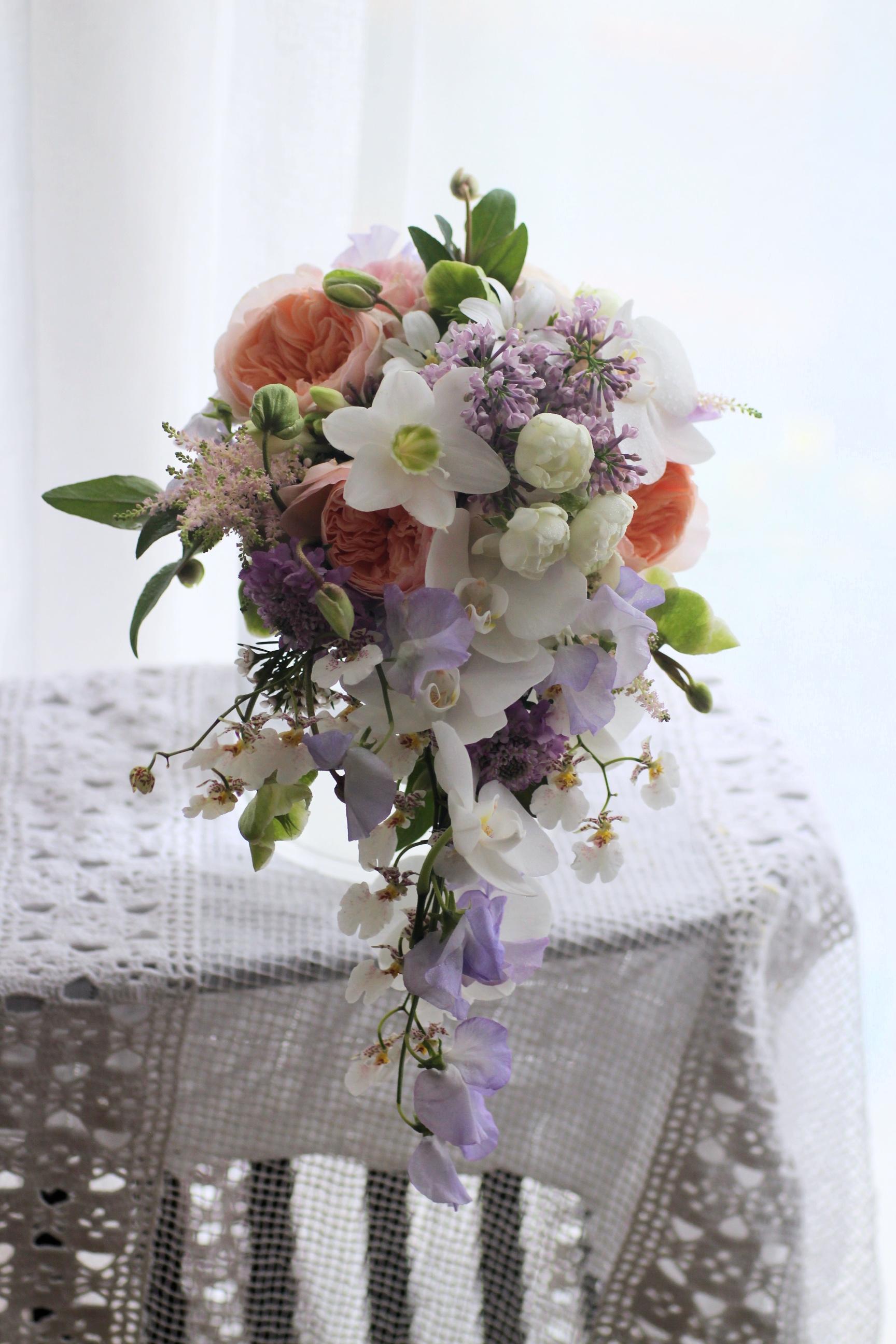 Ada - elegant cascade bouquet 水滴形花球