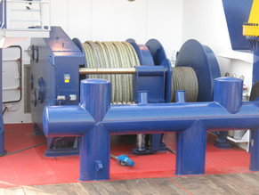 anchor handling / towing winch