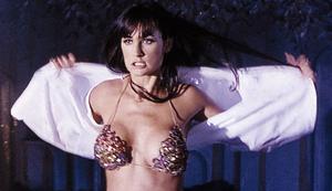 Demi Moore en una escena de la película Striptease