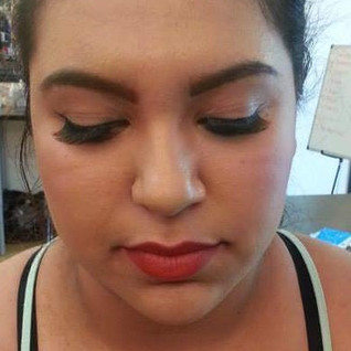 Simple glam with wing liner