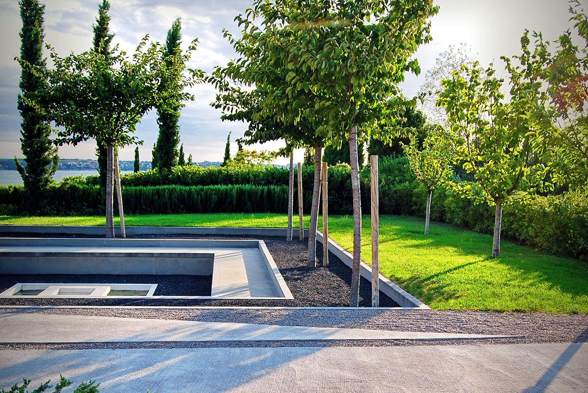 češnje na sodobno oblikovanem vrtu