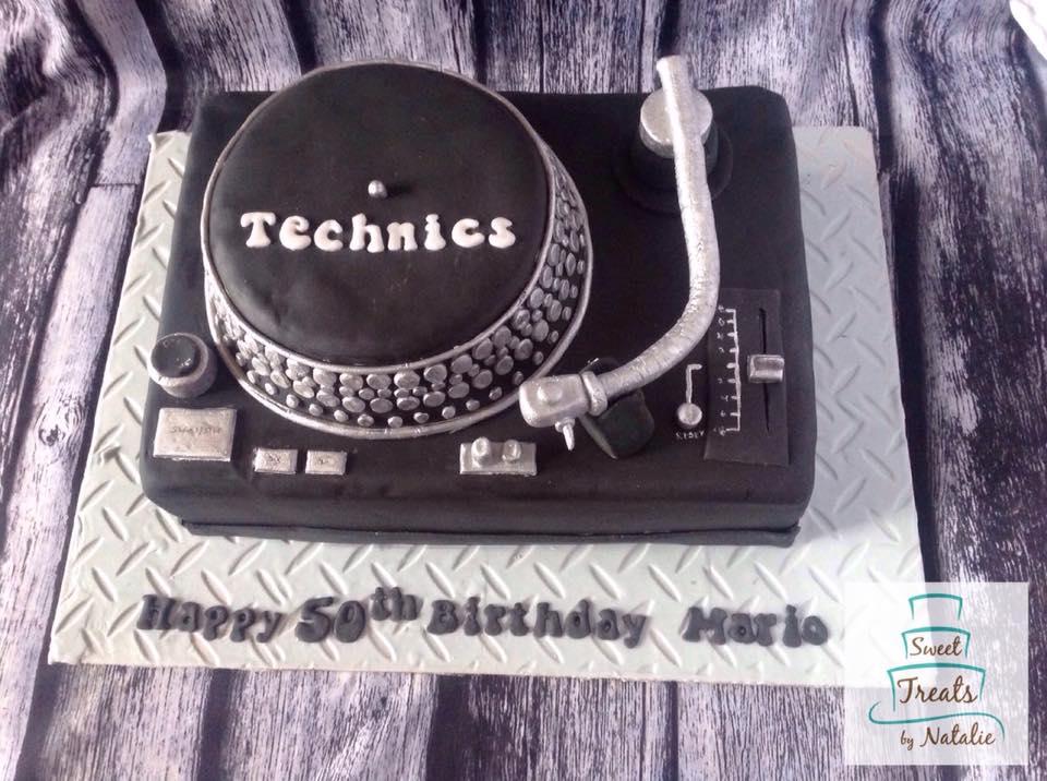 DJ turntaable cake